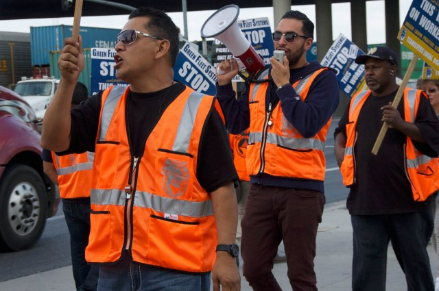 Picket line in front of Green Fleet Systems